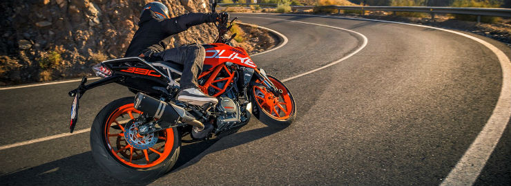 2017-KTM-Duke-390-rear-three-quarters-cornering.jpg